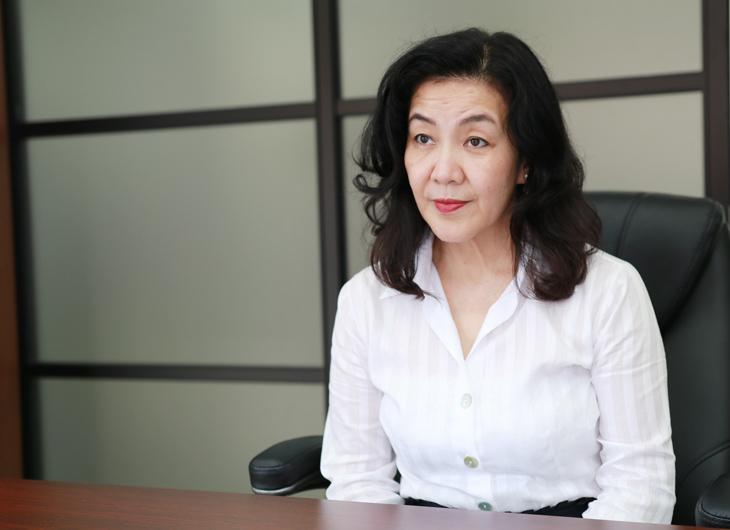 インタビュー中の川村美香さん