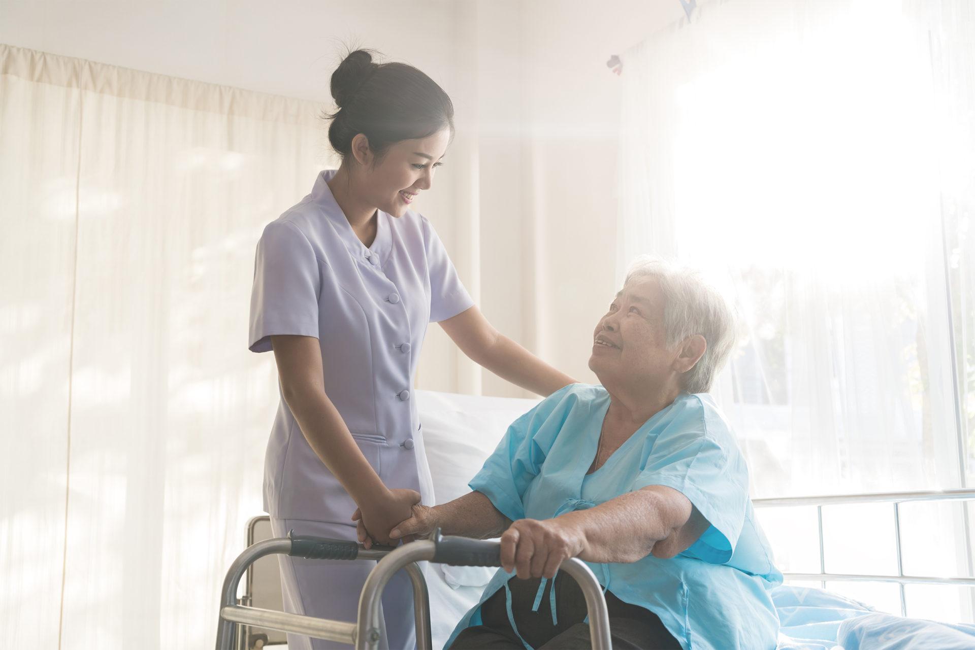 特定技能「介護」が人気の理由とは?他の在留資格との比較