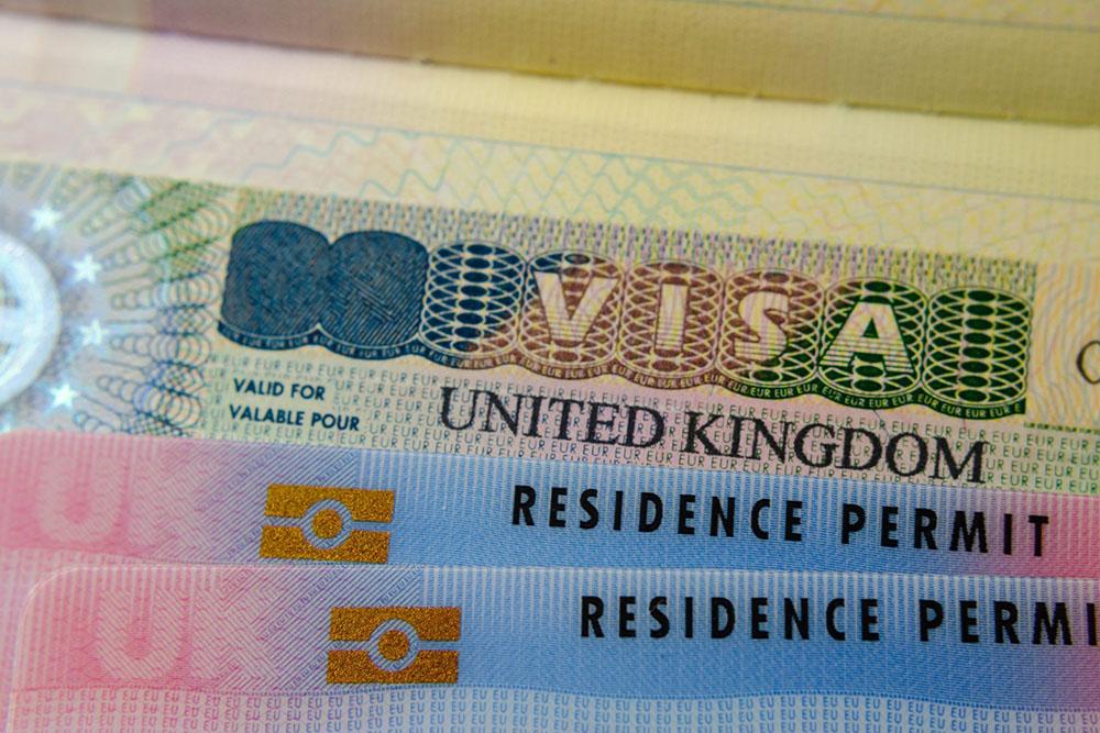 在留カードとは? 外国人採用時の確認事項、更新方法など徹底解説!